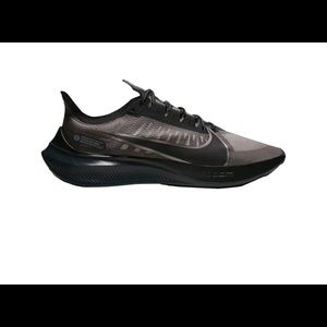New pair of men's Nike Zoom Gravity Shoes